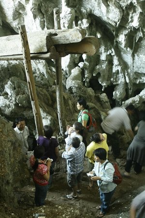 Hilltribe Villages :                   Ban Jabo wood coffin cave