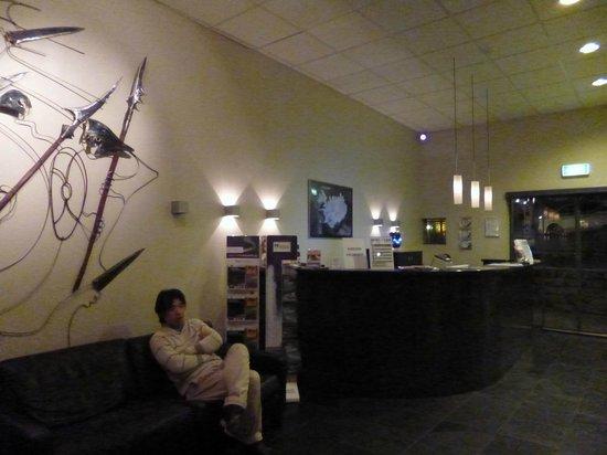 Hotel Fron:                   lobby
