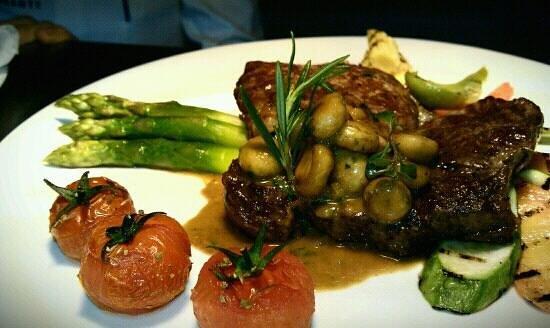 Amore Mio Restaurant:                   ribeye with asparagus