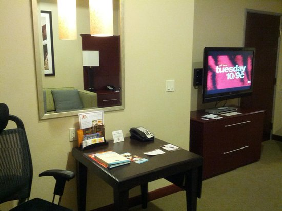 Staybridge Suites Las Vegas:                   desk
