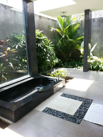 Villa Alice:                   open bathroom