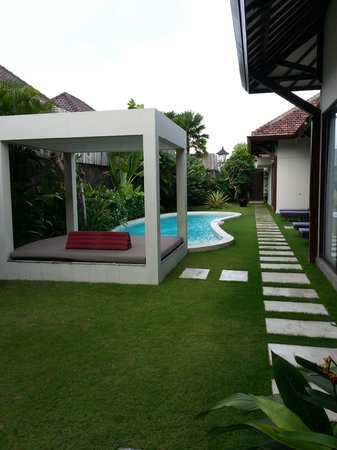 Villa Alice:                   pool & gazebo