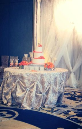 La Torretta Lake Resort & Spa:                   Cake Table