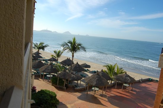 Hotel Playa Mazatlan :                                     view from our balcony