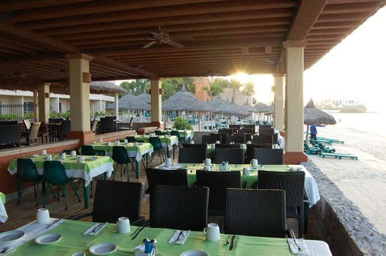 Hotel Playa Mazatlan :                                     buffet at breakfast