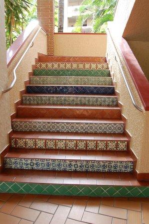 هوتل بلايا مازاتلان:                                     beautiful tles on the stairs                              