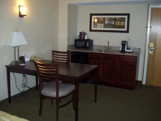 Comfort Suites South Burlington: kitchen