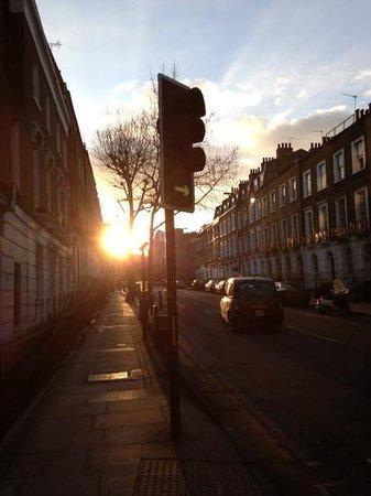 Clink78:                   Couché du soleil face à l auberge