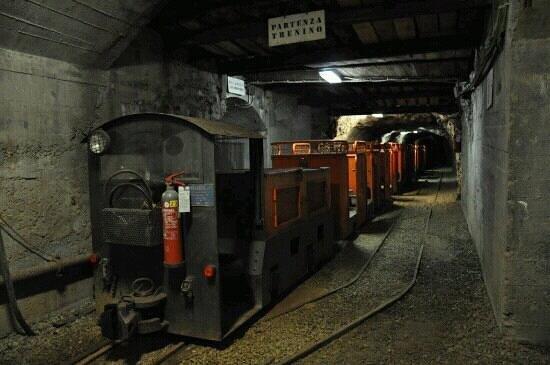 Ecomuseo delle Miniere e della Val Germanasca:                   trenino interno miniera