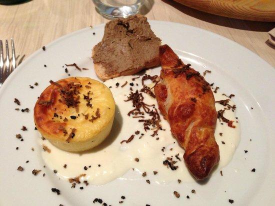 La Locanda del Postiglione:                   Caramella tartufo, sformatino patate al tartufo e formaggi, bruschetta al paté