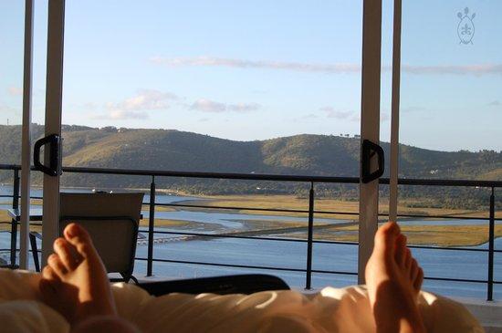 Villa Afrikana Guest Suites:                   Bett mit Aussicht
