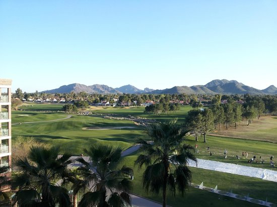 Embassy Suites by Hilton Phoenix-Scottsdale: View of gold course from my 6th floor room