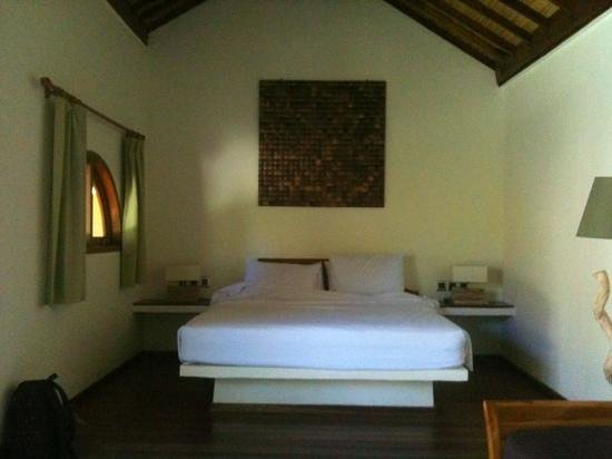 Laguna Gili Beach Resort: bed