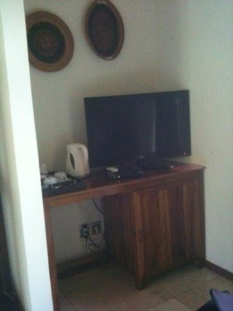 Laguna Gili Beach Resort: tv