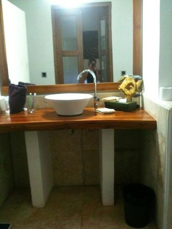 Laguna Gili Beach Resort: bathroom