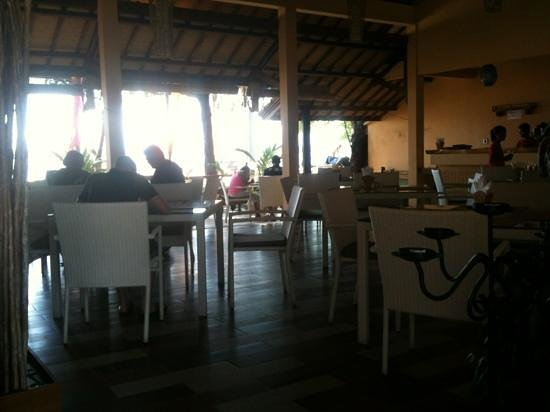 Laguna Gili Beach Resort: dining area