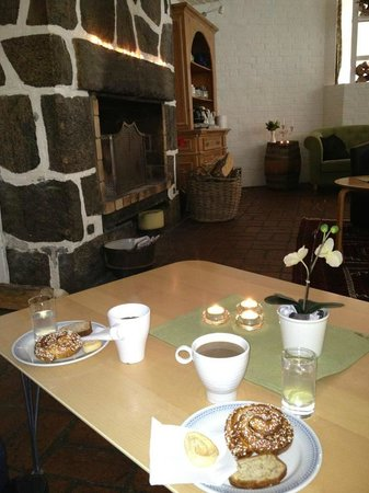 Asljunga, Szwecja:                   Afternoon tea vid brasan