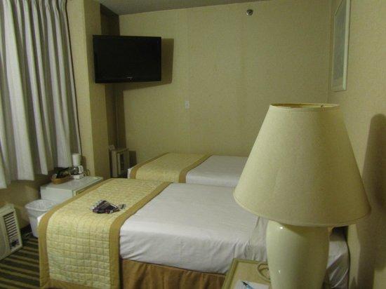 Queen Kapiolani Hotel: Standard Room