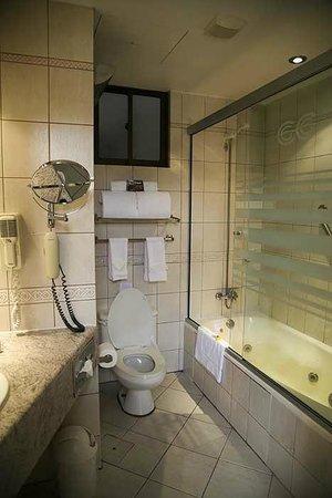 Casa Grande Suites: bathroom