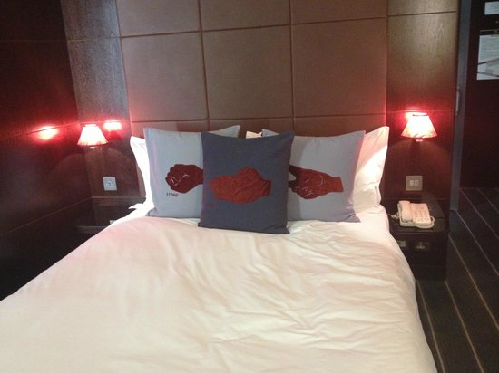 The Hoxton, Shoreditch:                   Huge bed with cool cushions