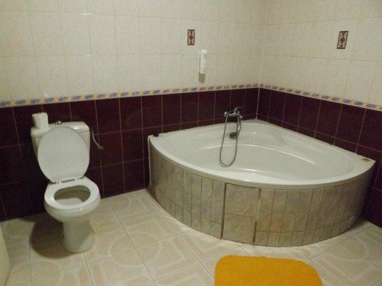 Hotel Emeraude:                   super baignoire !!