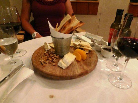 The Stellenbosch Wine Bar and Bistro: Cheeseplatter zum Dessert