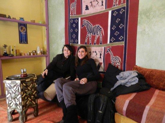 Riad Ziryab Marrakech :                                     En el rincón africano de la zona común.