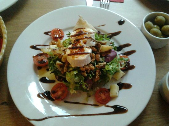 Mi Coto:                   Delicious salad with goats cheese