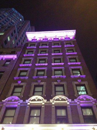 Sanctuary Hotel New York: La façade... et seulement 9 étages ;-)