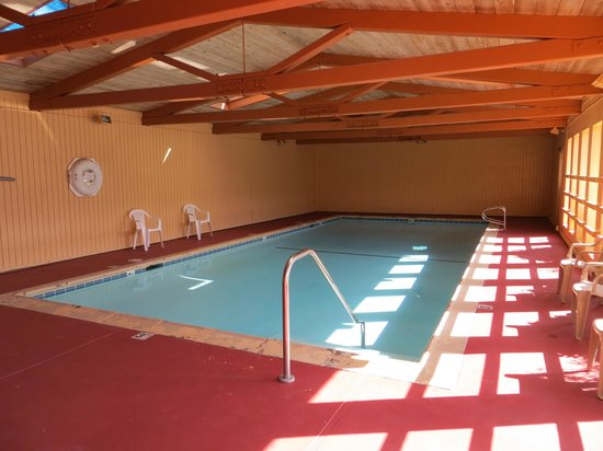 Surf City Inn & Suites: Indoor Heated Pool & Spa
