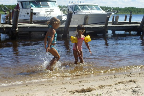 Ballard's Resort :                   frolicking in the shallow water