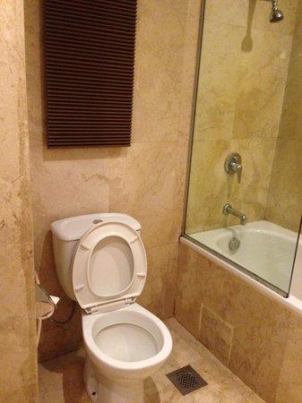 Mercure Batam: toilet