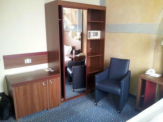 Hotel König Ludwig II.: Kleiderschrank