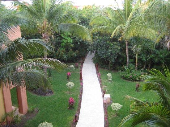 Barcelo Maya Tropical:                   southern  beacn