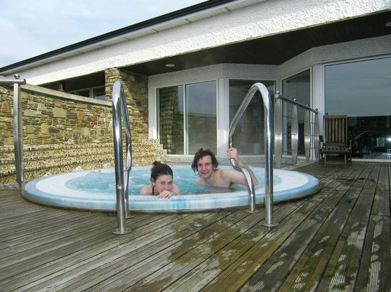 Ballygarry House Hotel & Spa:                   Hot tub!
