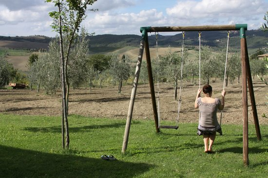 Agriturismo il Palazzo dei Diavoli:                   Hanging out in the garden