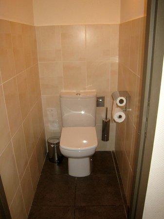 Hotel La Fauceille: toilets