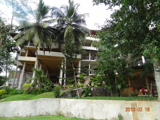 Hotel Elephant Bay : The hotel from the riverside