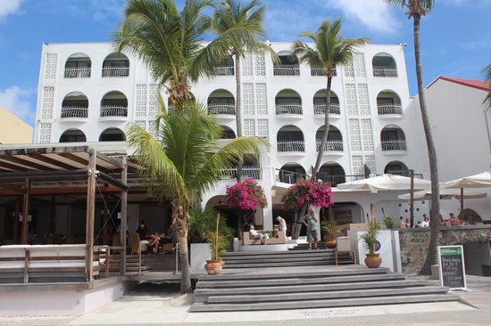 Holland House Beach Hotel:                   Hotel from beach