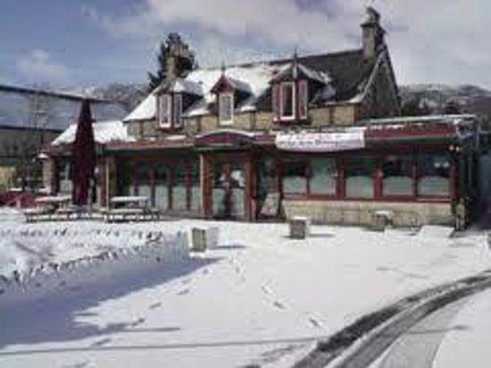 Mackenzies Highland Inn: winters morn