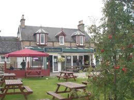 Mackenzies Highland Inn: summers day