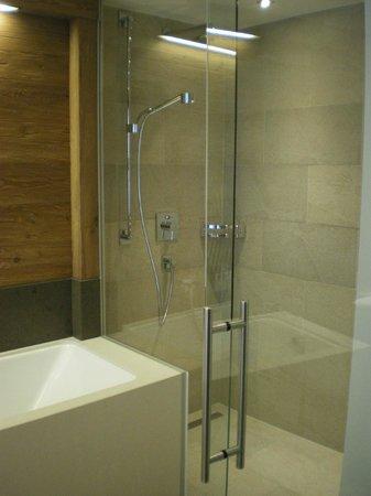 Aktiv- & Wellnesshotel Bergfried: Salle de bain - Suite 403