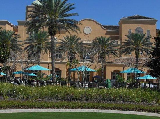 JW Marriott Orlando, Grande Lakes:                   Poolside Restaurant                 