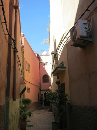 Dar Al Hamra : Alley to the hotel