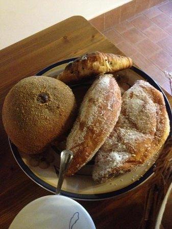 Il Polifemo Etna B&B:                   non è permesso fare diete!