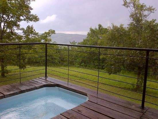 Windmill Wine Shop and Cottages:                   Jacuzzi and view @ honeymoon suite