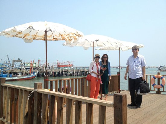 Paradee Resort & Spa Hotel: Boat pier to the hotel