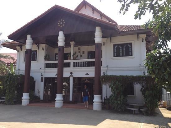 Vangsavath Hotel:                   front