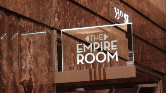 The Empire Room: L'entrée dans le building