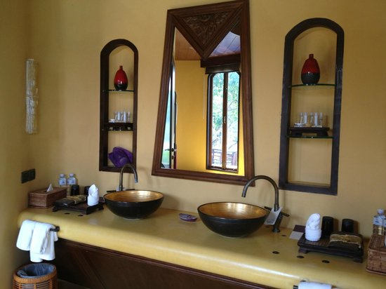 Paradee Resort & Spa Hotel: Bathroom